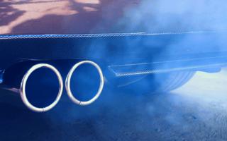 Сизый дым при запуске холодного двигателя бензин